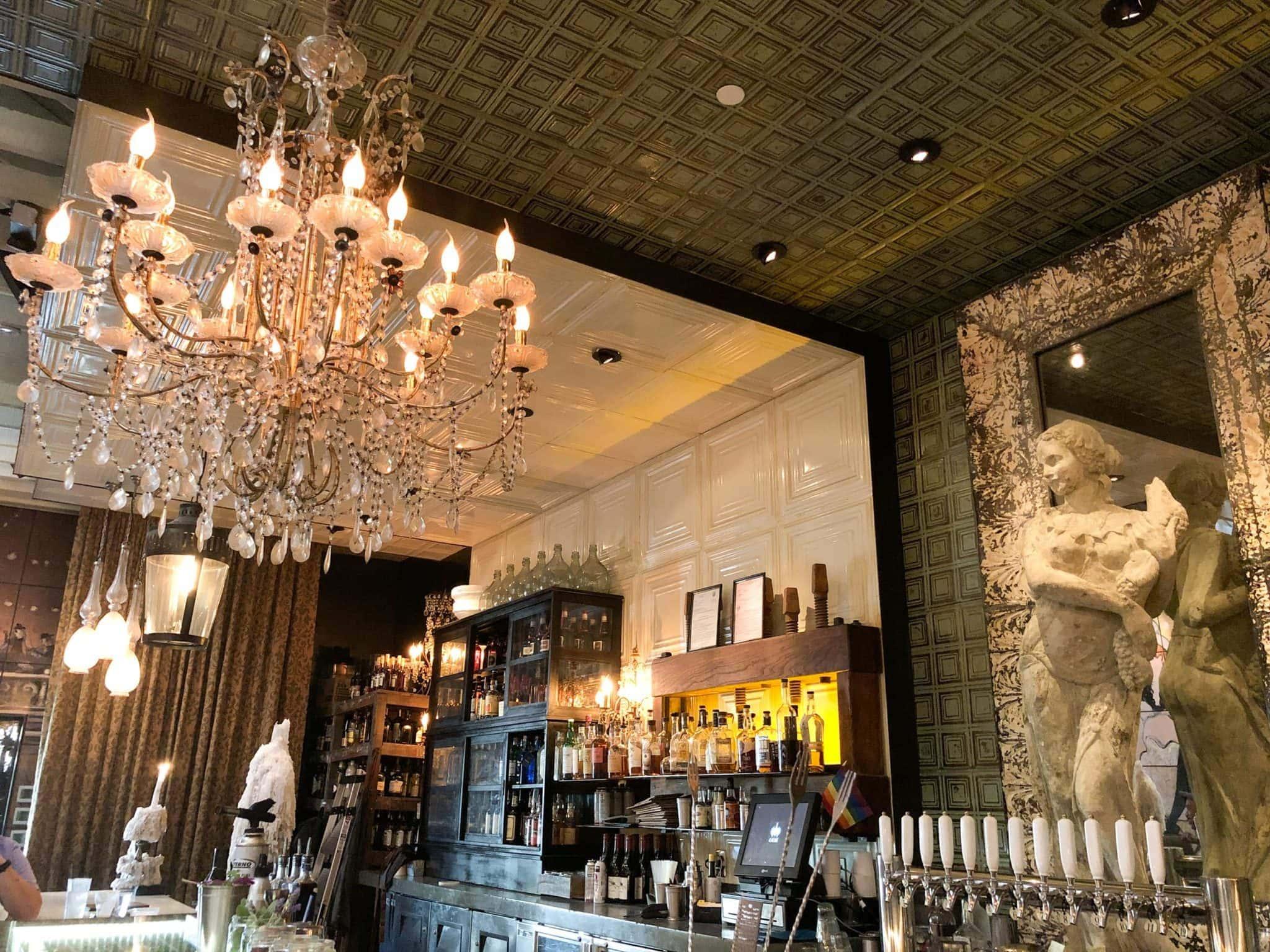 Cache's bar
