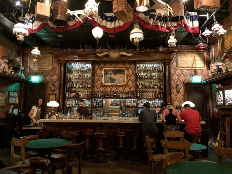 The bar at Thompson & Twain