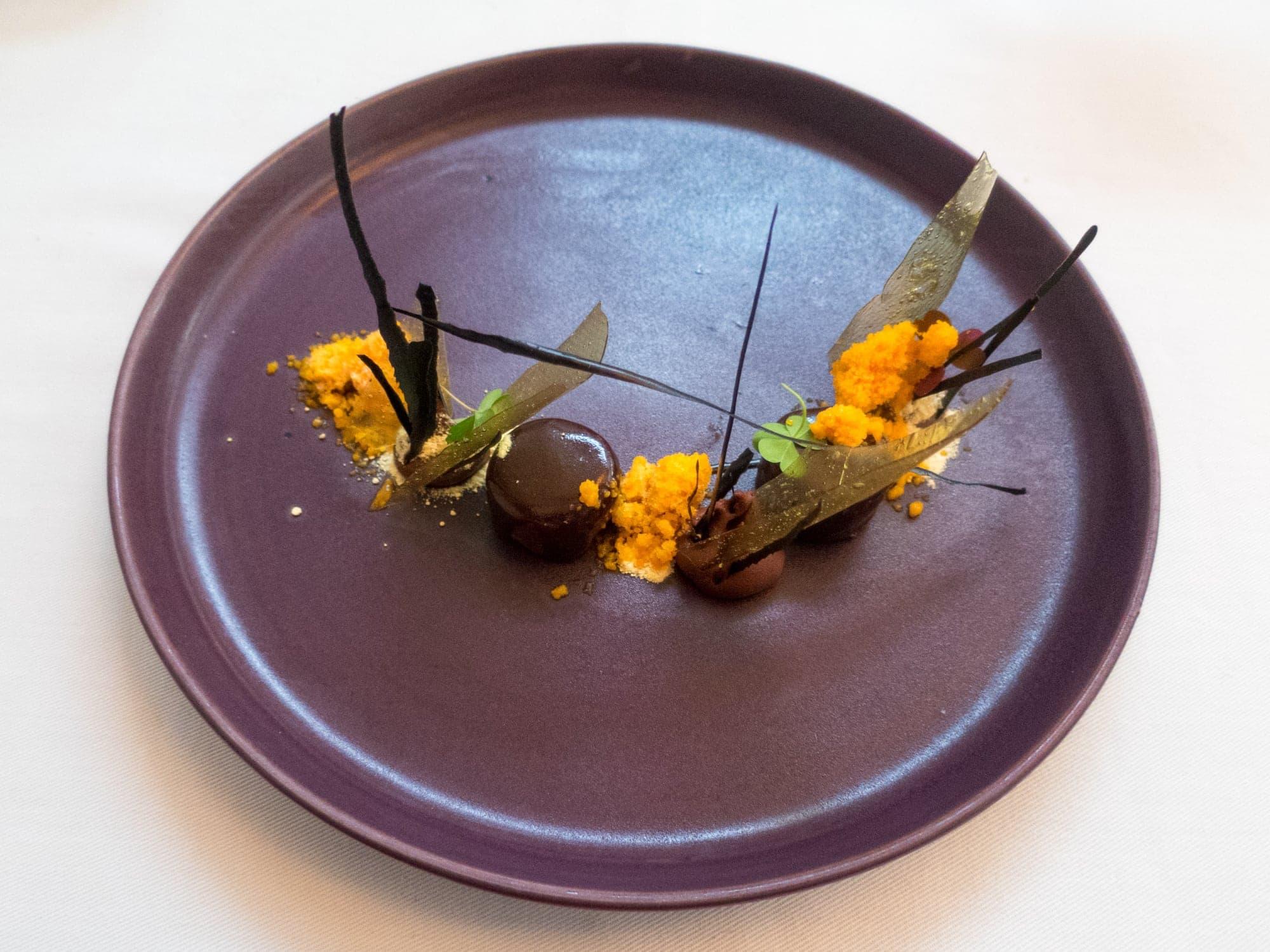 Algarrobo, mamey, palo blanco cacao (85 m)